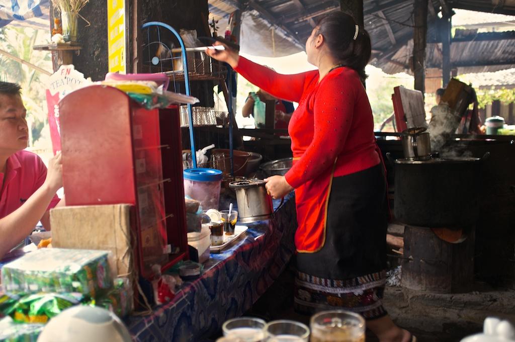 Laos-Luang-Prabang-Cafe-Pasaneyom-Coffee-Shop-005