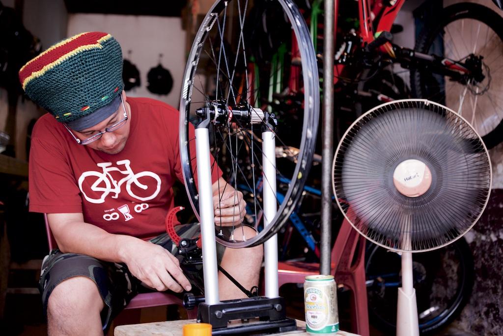 laos-biking-noah-bike-shop-bicycle-trek-specialized-mountain-bikes