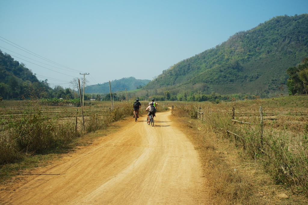 laos-luang-prabang-biking-off-road-chompet-dry-season-landscape-mountains