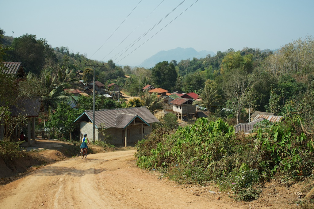 laos-luang-prabang-biking-chompet-villages-dry-season