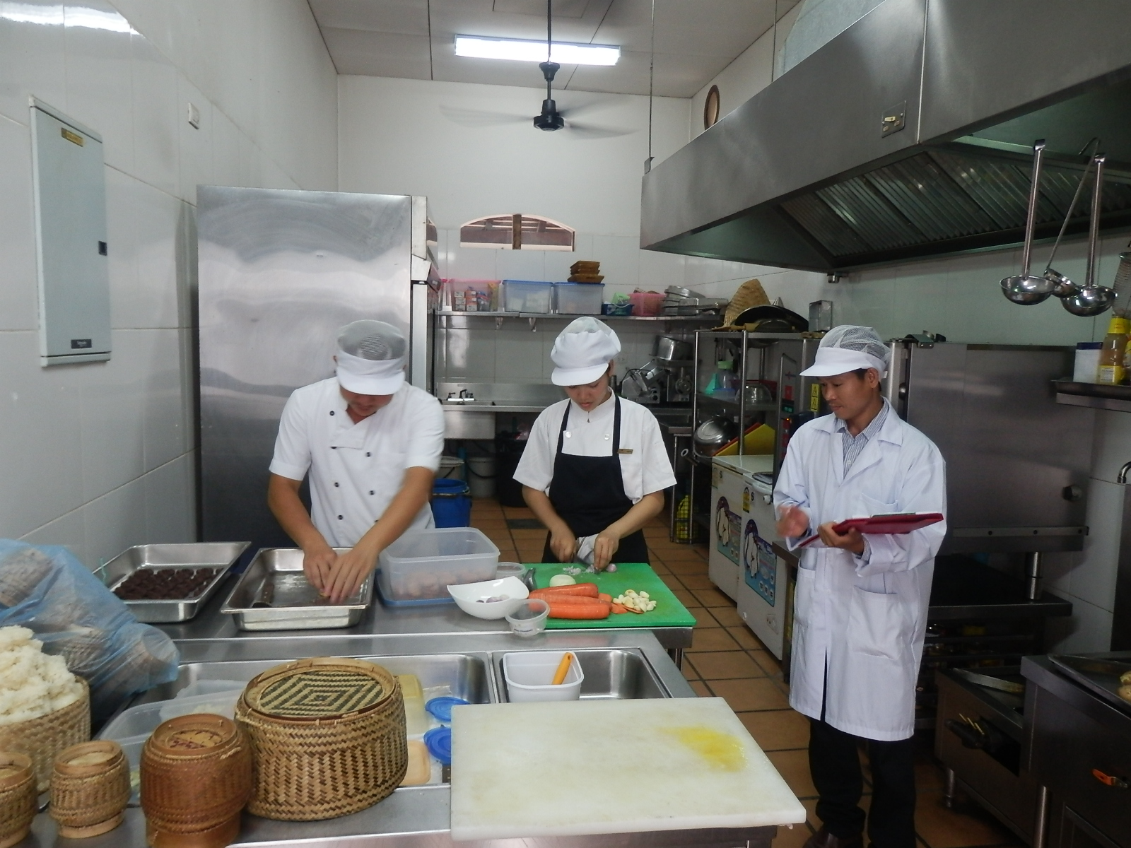 the-mark-luang-prabang-food-preparation-hygiene-certification-program-kitchen