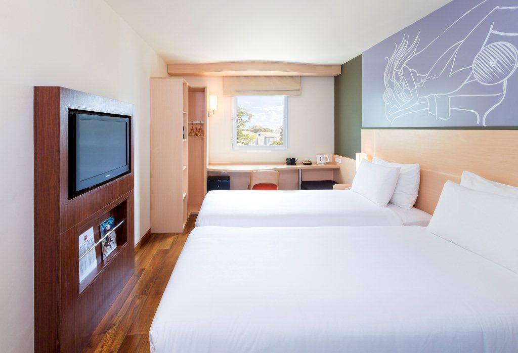 laos-hotel-ibis-vientiane-nam-phu-tiger-trail-01
