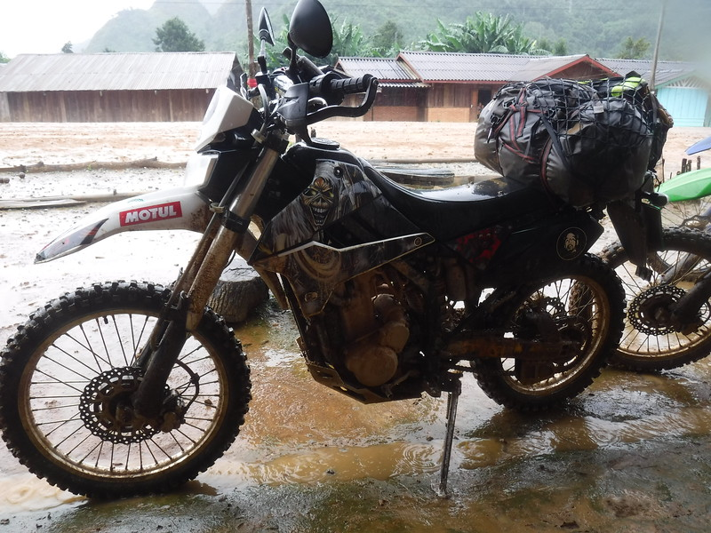 Laos motorbike tour with Motolao