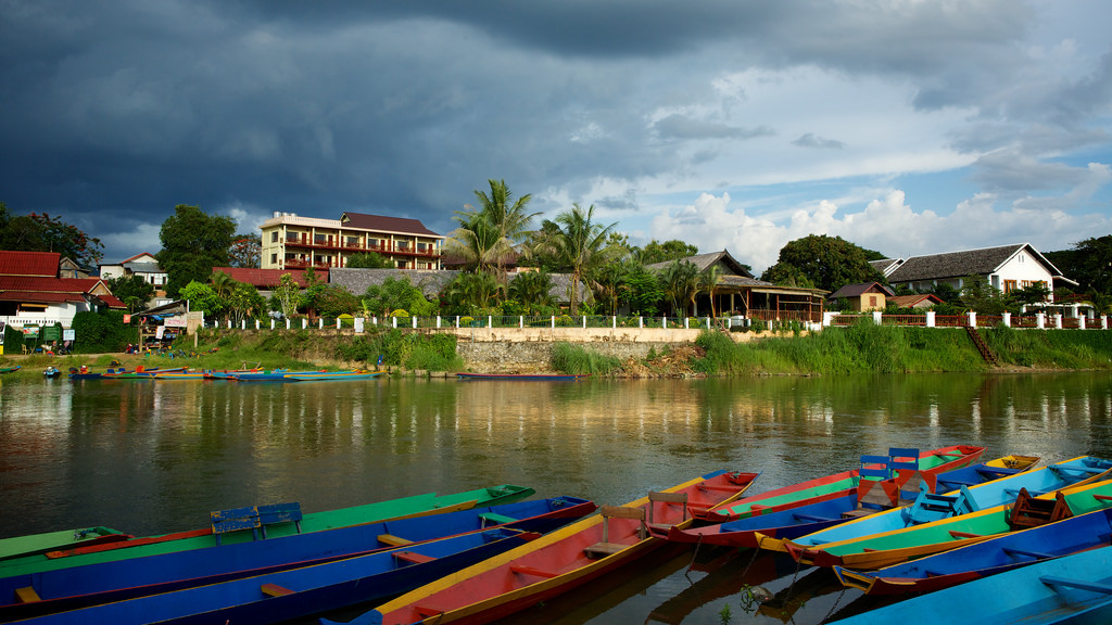 laos-vang-vieng-nam-song-river-side-hotels-tiger-trail