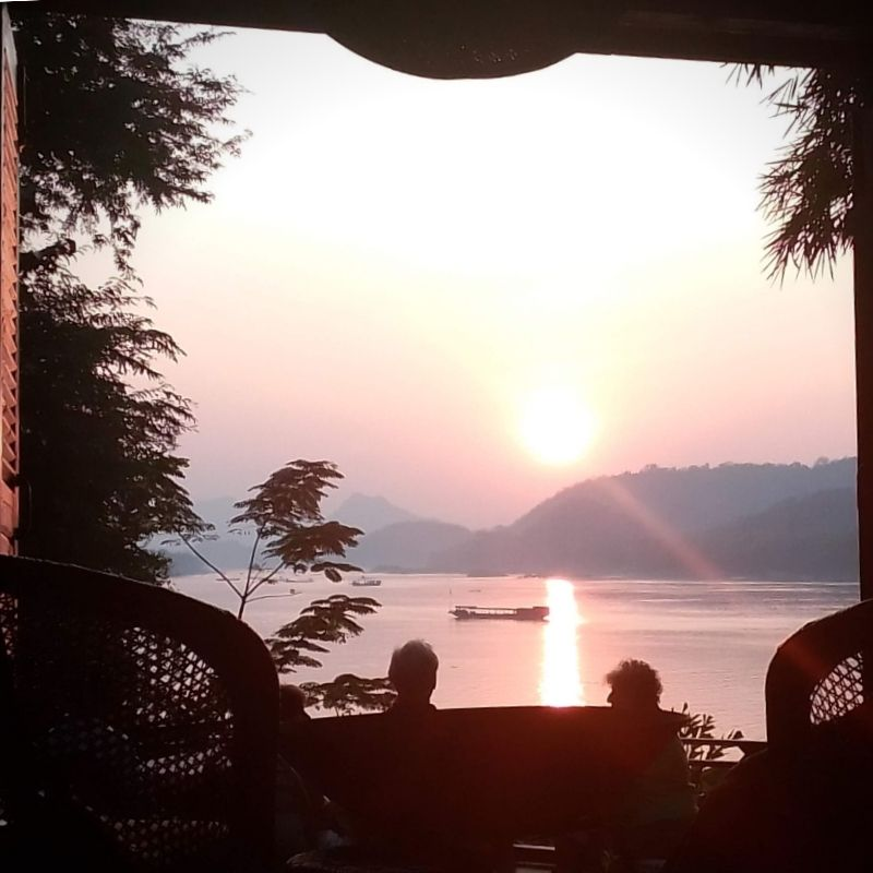Jumbo-On-The-Mekong-Guesthouse-Sunset-Dining