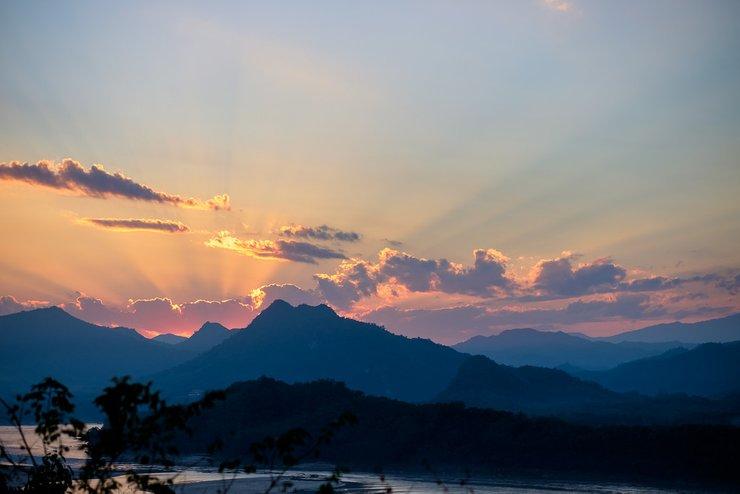 Luang-Prabang-Sunset-Mount-Phousi